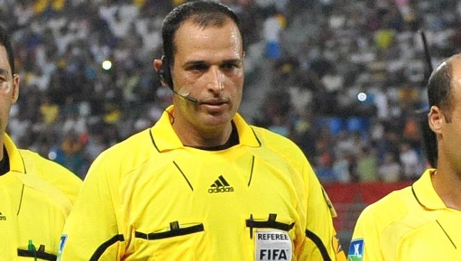 L'arbitre marocain, El-Ahrach lors d'un match international